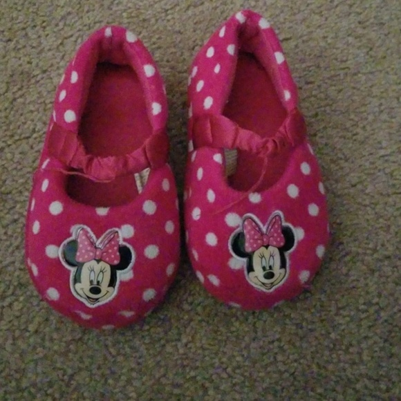 Disney Other - Minnie slippers